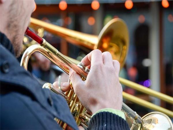音乐会上的指挥真的很重要吗?指挥是起什么作用的?