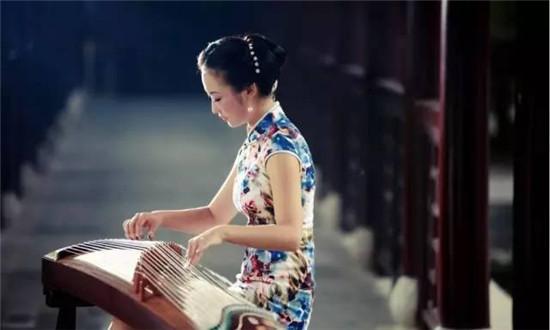 分析了50首古筝名曲,找到了把曲子弹好听的秘诀(古筝刮奏教学)